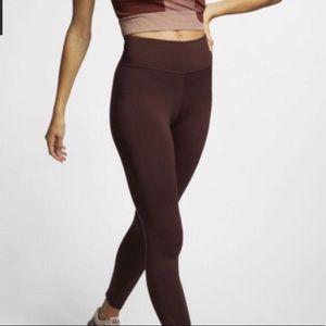 NIKE • EUC high rise sculpt yoga leggings
